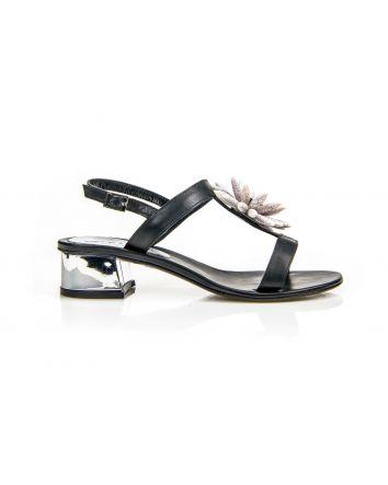 sandalo basso con accessorio